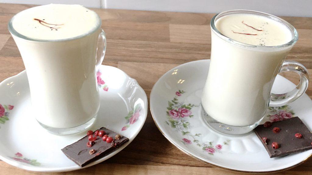 Indische Milch mit Mandeln