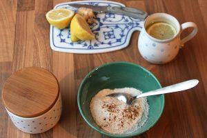 Reisflocken mit Zimt und heiße Zitrone