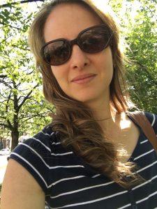 Lotte mit Sonnenbrille