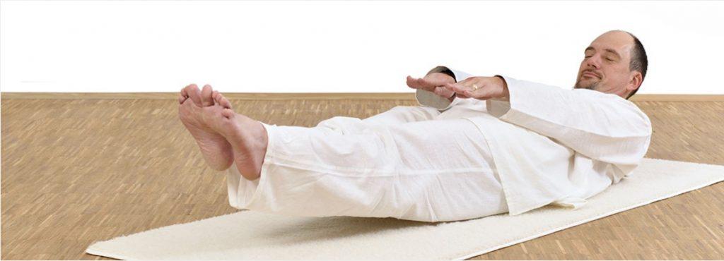 Jürgen Laske beim Kundalini Yoga.