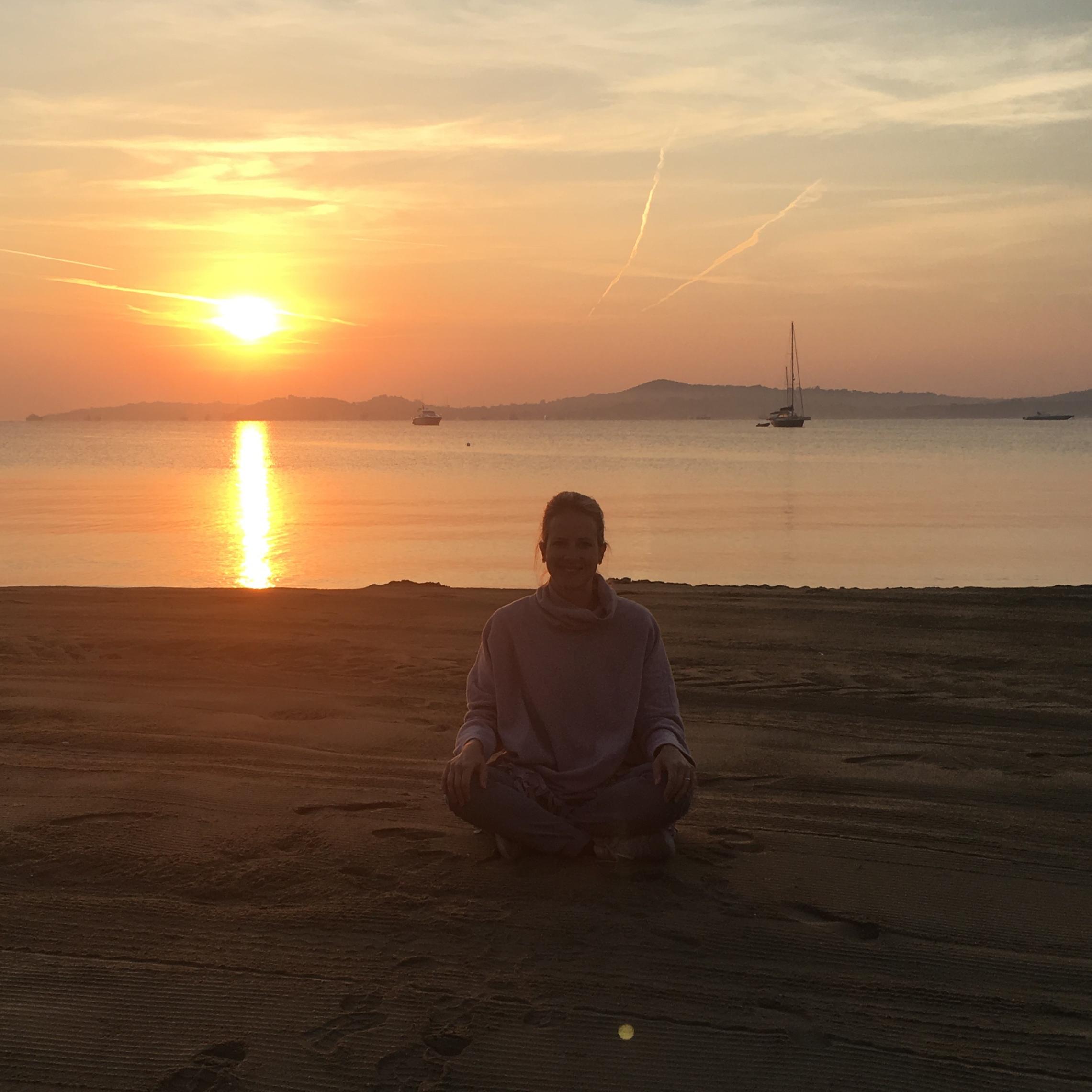 Lotte liebt es zum Meeresrauschen zu meditieren
